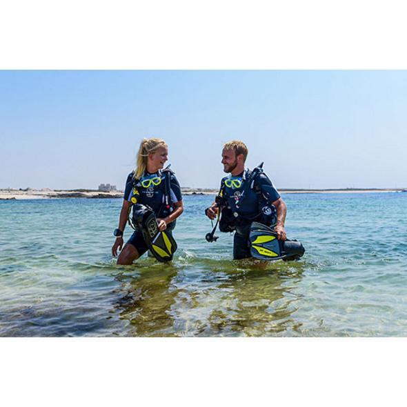 Tauchurlaub mit PADI Open Water-Tauchkurs im Oman für 2
